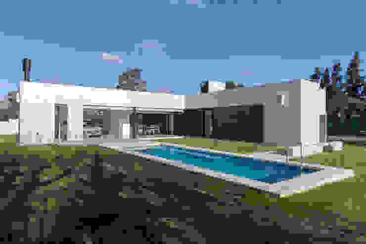 Casa CC – RESIDENCIA DE FIN DE SEMANA Casas modernas: Ideas, imágenes y decoración de D'ODORICO arquitectura Moderno