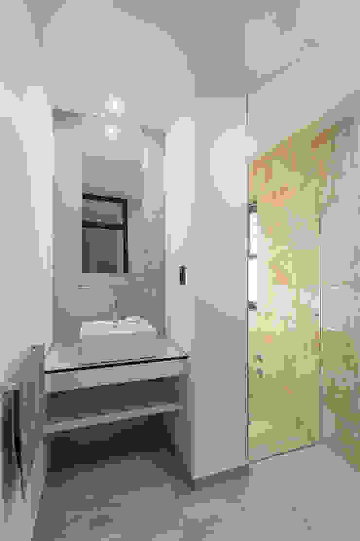 Casa CC – RESIDENCIA DE FIN DE SEMANA Baños modernos de D'ODORICO arquitectura Moderno