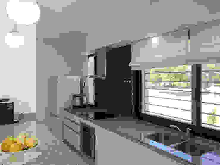 Casa CC – RESIDENCIA DE FIN DE SEMANA Cocinas modernas: Ideas, imágenes y decoración de D'ODORICO arquitectura Moderno