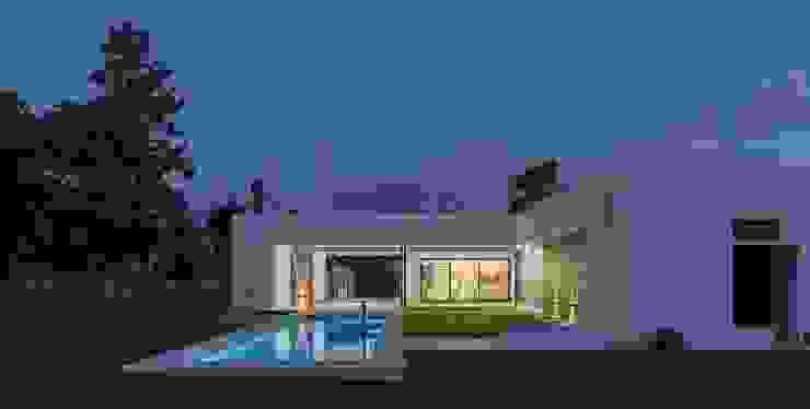 Piscine moderne par D'ODORICO ARQUITECTURA Moderne