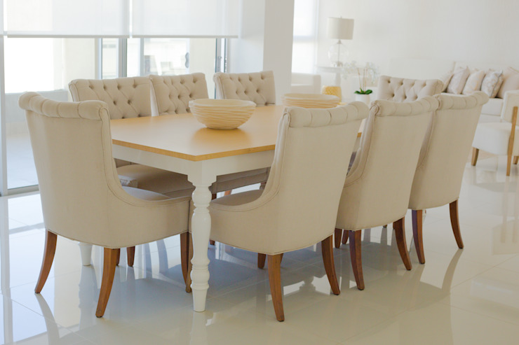 Monica Saravia Classic style dining room Wood Beige