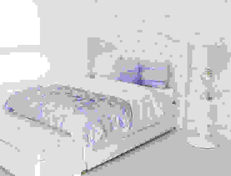 Habitación mariposas lilas de Monica Saravia Moderno