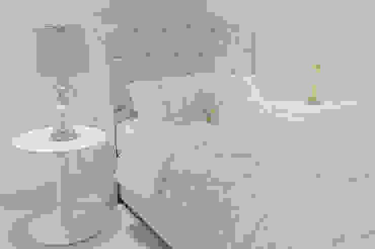 Monica Saravia Teen bedroom Metallic/Silver