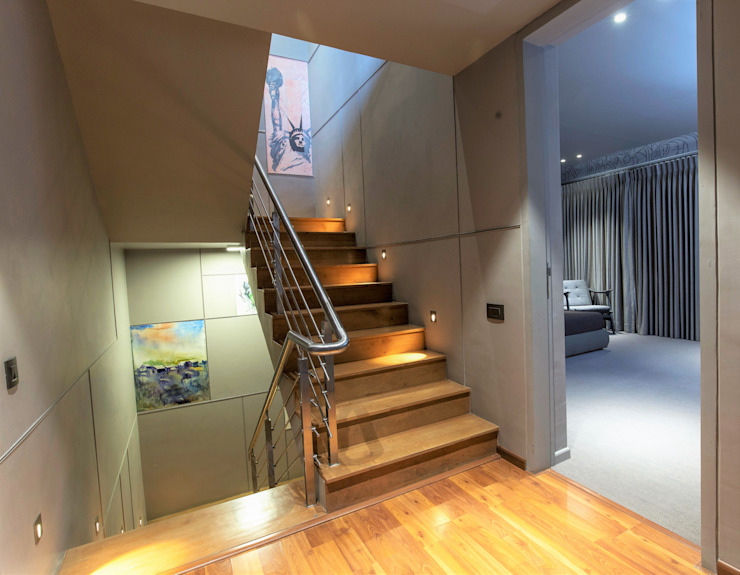 STAIRCASE VIEW Modern corridor, hallway & stairs by DESIGNER'S CIRCLE Modern