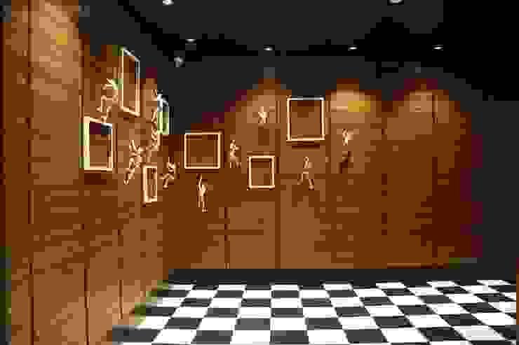 WALL ART by DESIGNER'S CIRCLE Modern