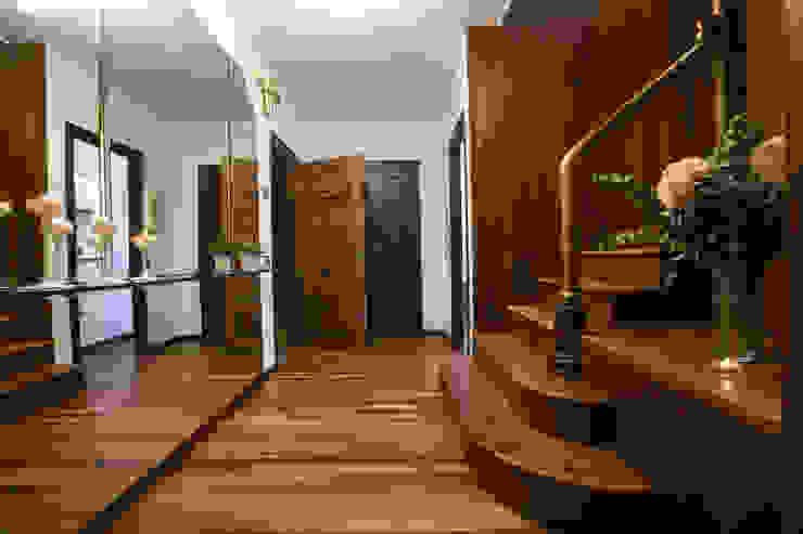 Pasillos y vestíbulos de estilo  por Redecoram Home Staging, Clásico