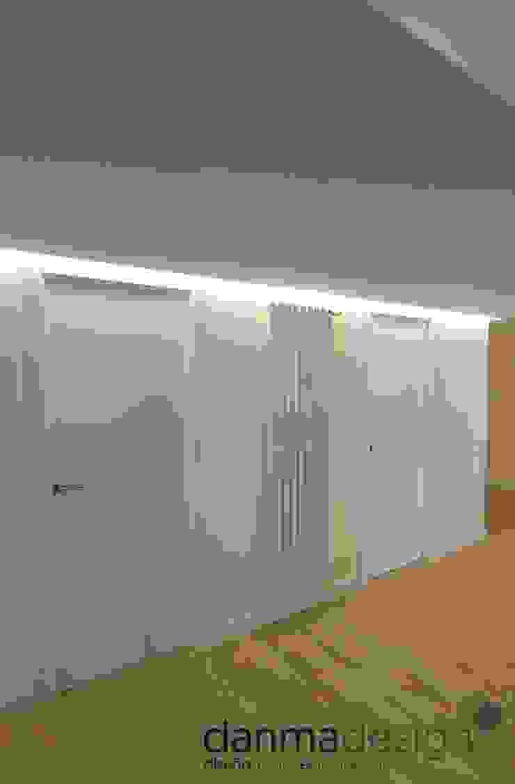 Pasillo Pasillos, vestíbulos y escaleras de estilo escandinavo de Danma Design Escandinavo