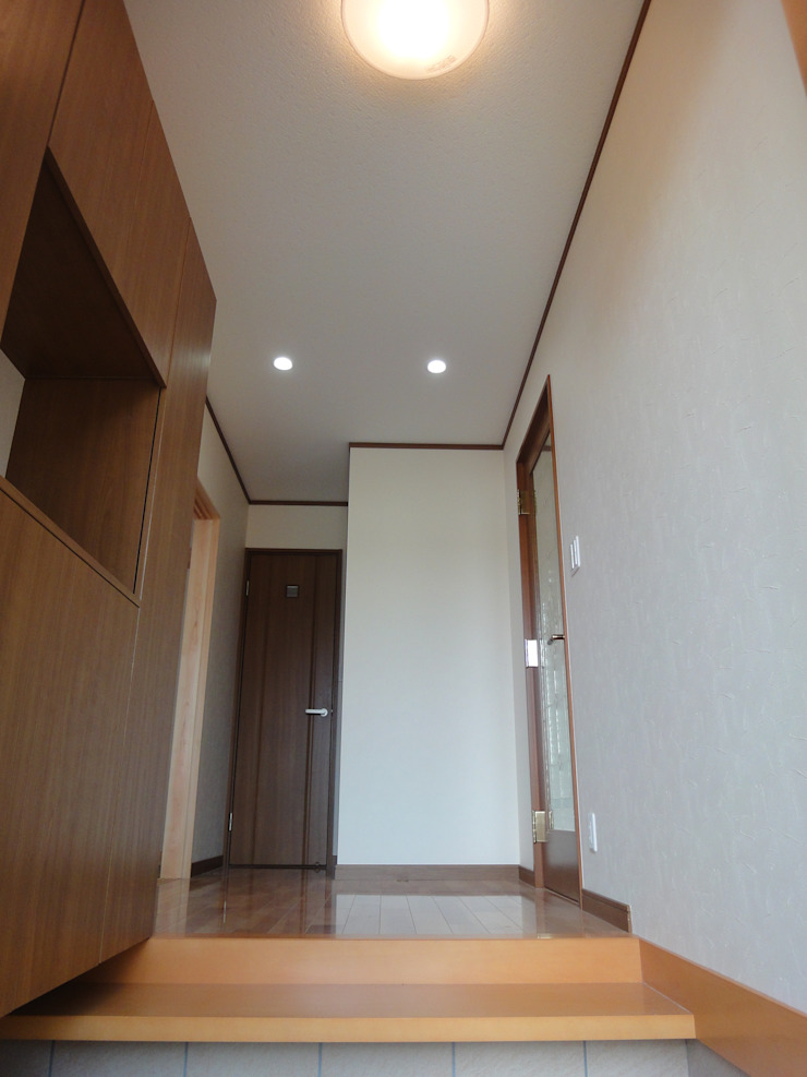 マルモコハウス Modern Corridor, Hallway and Staircase