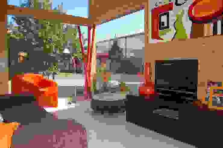 Moderne Wohnzimmer von Rusticasa Modern Holz Holznachbildung