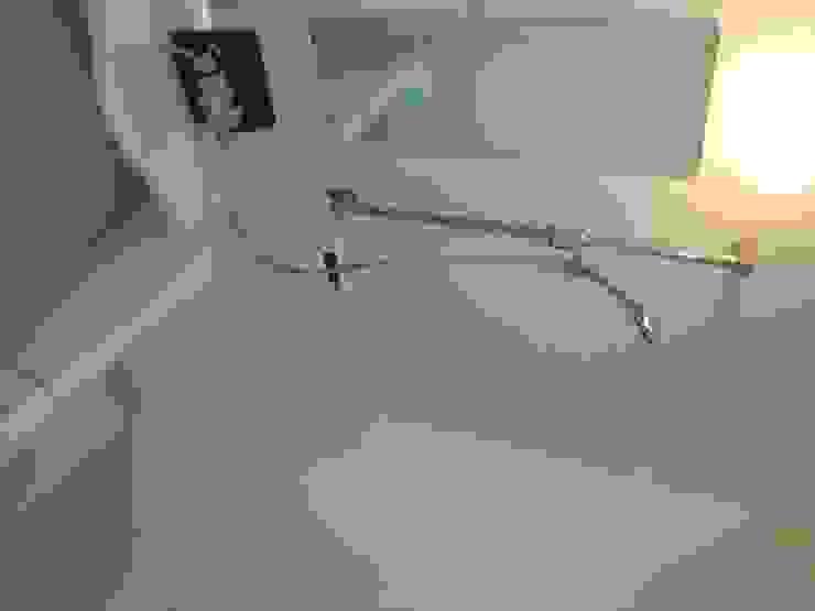 マルモコハウス Modern bathroom
