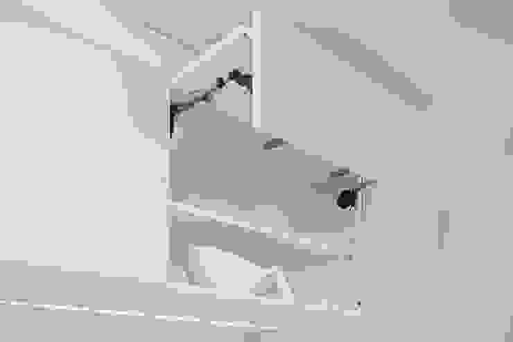 Bau- und Möbelschreinerei Mihm GmbH & Co. KG ห้องครัวตู้เก็บของและชั้นวางของ