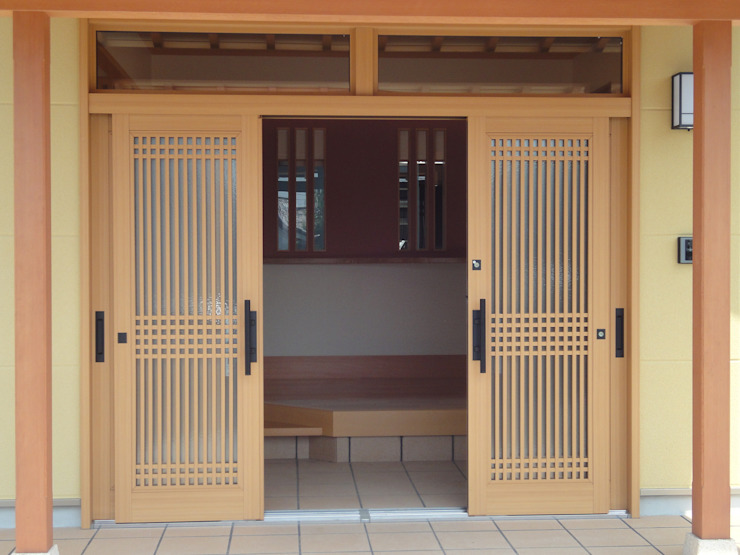 Modern style doors by マルモコハウス Modern