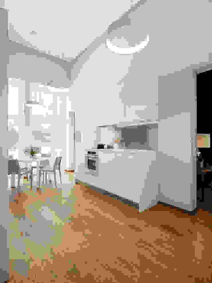 House in Zagorsk, Russia Cocinas modernas de EVGENY BELYAEV DESIGN Moderno