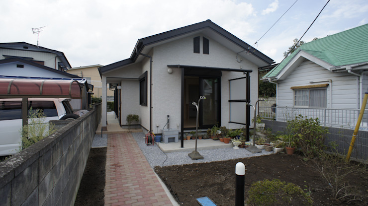 Modern houses by マルモコハウス Modern