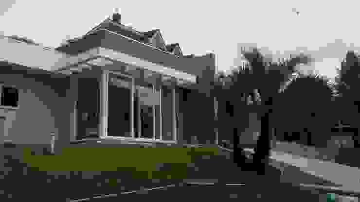 Fachada Frontal homify Condomínios Tijolo