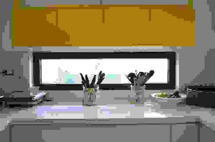 Vivienda Rendic Cocinas de estilo ecléctico de Qarquitectura Ecléctico