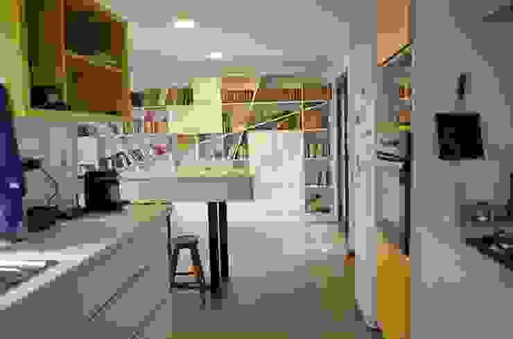Nhà bếp phong cách chiết trung bởi Qarquitectura Chiết trung