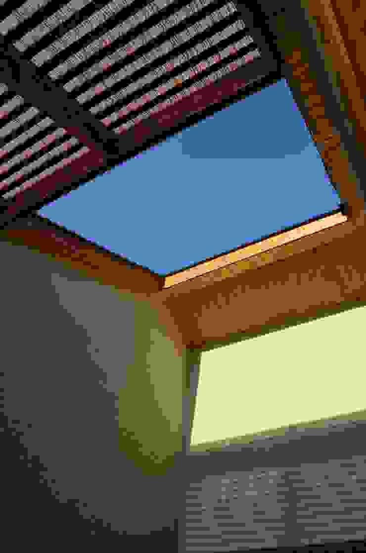Vivienda Rendic Casas de estilo ecléctico de Qarquitectura Ecléctico