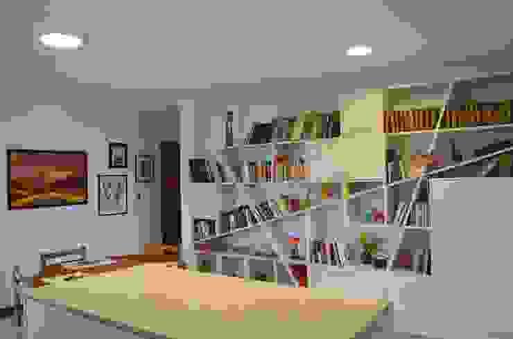 Phòng học/văn phòng phong cách chiết trung bởi Qarquitectura Chiết trung