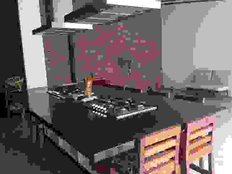 Habilitación restaurante <q>Uncorked</q> de Qarquitectura Moderno