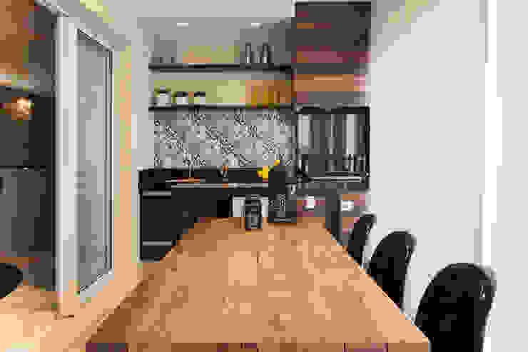 Varanda Gourmet Maluf & Ferraz interiores Varandas, alpendres e terraços modernos Madeira maciça Azul