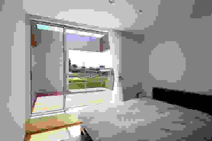 *studio LOOP 建築設計事務所 Camera da letto moderna
