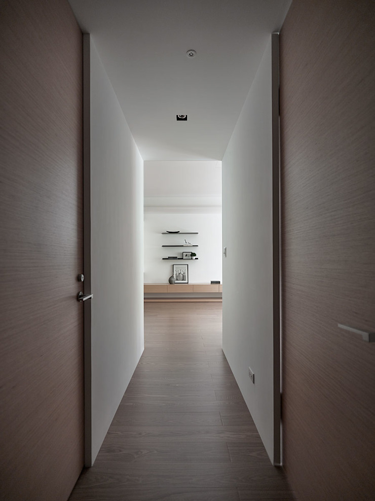 C宅_白。純 現代風玄關、走廊與階梯 根據 沐禾設計事務所 現代風