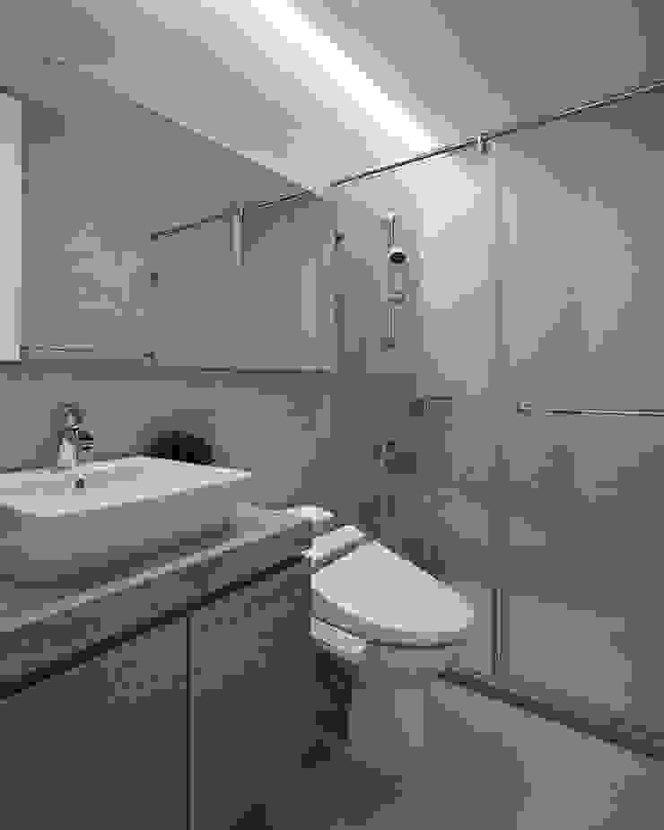C宅_白。純 現代浴室設計點子、靈感&圖片 根據 沐禾設計事務所 現代風