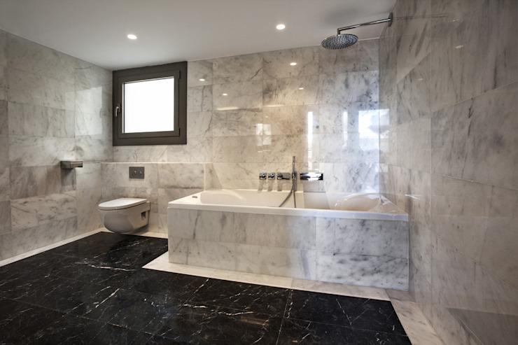 Modern Bathroom by Isa de Luca Modern