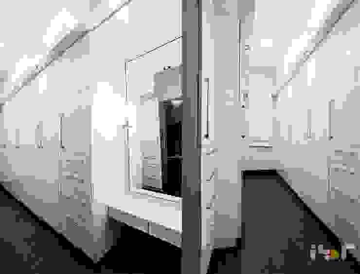 Dresser area: modern  by Interiors by ranjani,Modern Fur White