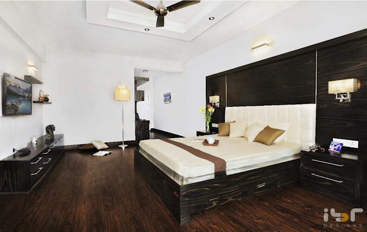 Master bedroom: modern  by Interiors by ranjani,Modern Textile Amber/Gold