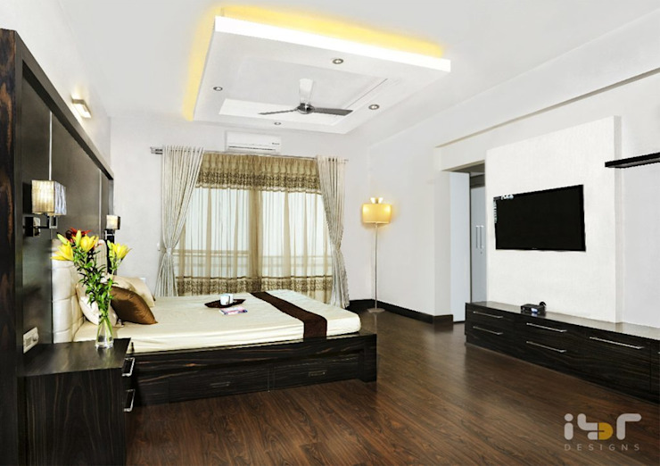 Master bedroom: modern  by Interiors by ranjani,Modern Engineered Wood Transparent