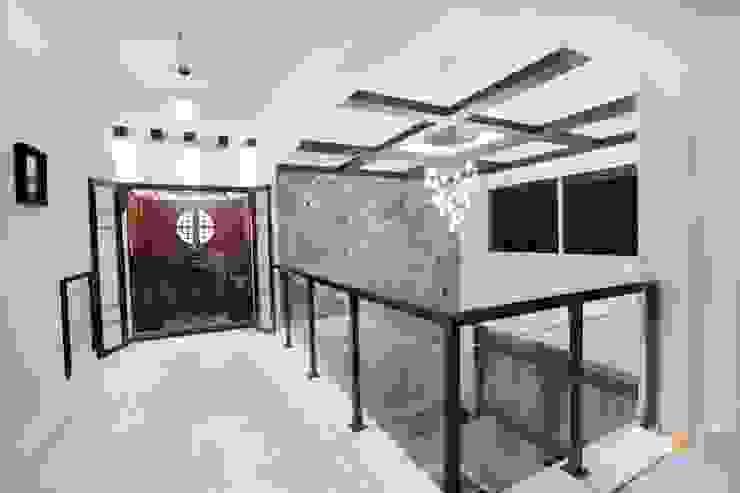 Pooja Modern living room by Interiors by ranjani Modern
