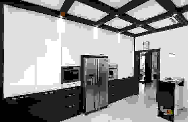 Kitchen: modern  by Interiors by ranjani,Modern Wood Wood effect