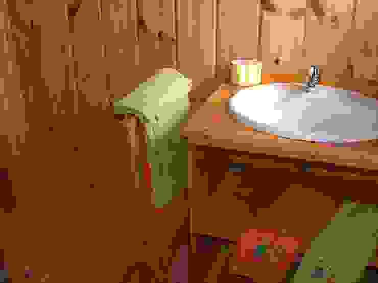 RUSTICASA Rustic style bathroom Wood Wood effect