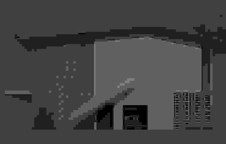 un lateral con tobogan Diseño Store Casas modernas