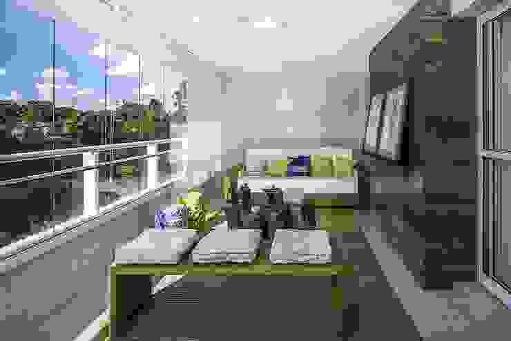 Apartamento São José dos Campos Varandas, alpendres e terraços modernos por Fernanda Patrão Arquitetura e Design Moderno
