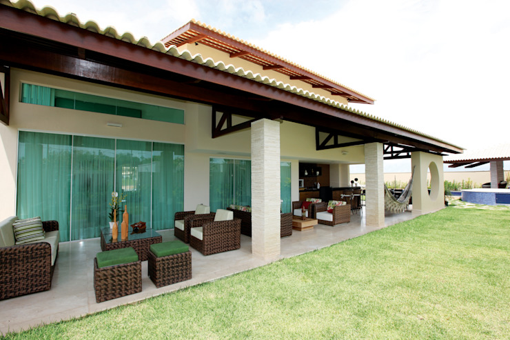 現代房屋設計點子、靈感 & 圖片 根據 Danielle Valente Arquitetura e Interiores 現代風