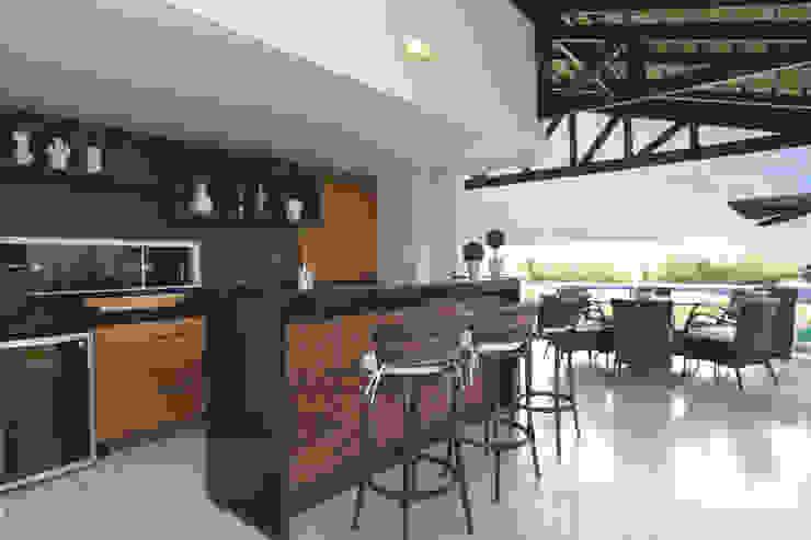 Modern Home Wine Cellar by Danielle Valente Arquitetura e Interiores Modern