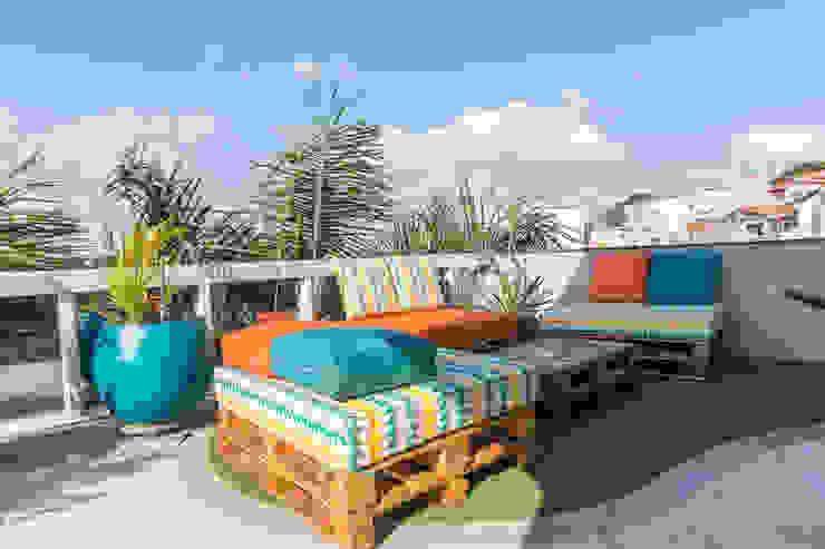Terraço pallet Escritórios tropicais por Concept Engenharia + Design Tropical Madeira Efeito de madeira