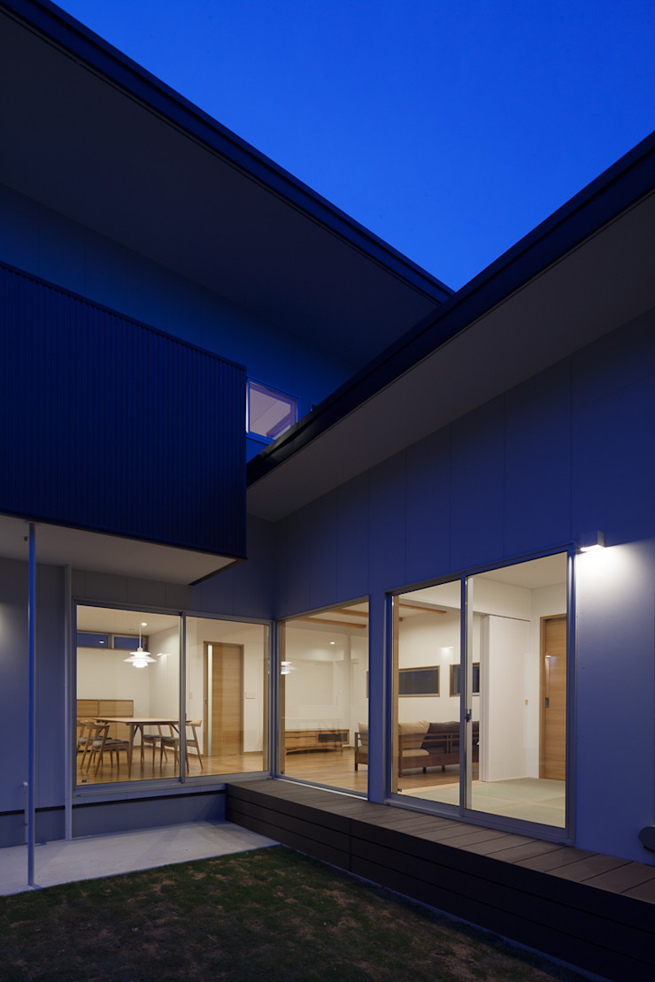 Modern windows & doors by 株式会社 井川建築設計事務所 Modern