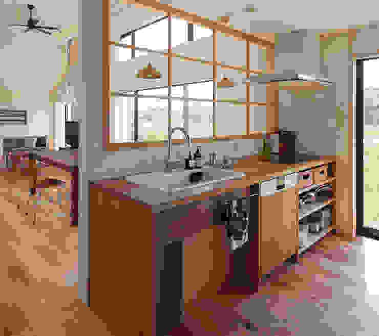 現代廚房設計點子、靈感&圖片 根據 株式会社 井川建築設計事務所 現代風