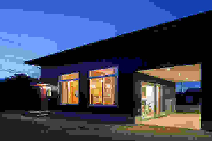 株式会社 井川建築設計事務所 Casas de estilo moderno