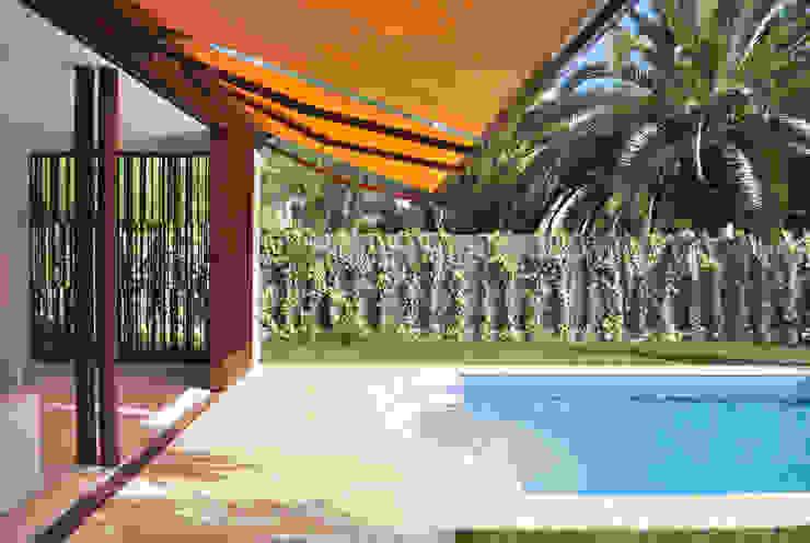 Hồ bơi trong vườn by Rardo - Architects