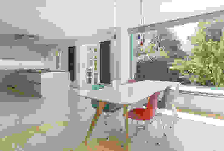 Modern dining room by Sieckmann Walther Architekten Modern Wood Wood effect