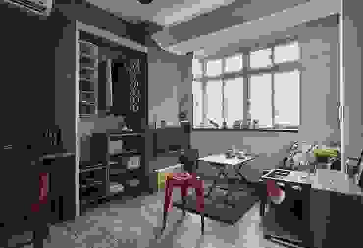 樑線修飾 现代客厅設計點子、靈感 & 圖片 根據 第宅空間設計 現代風