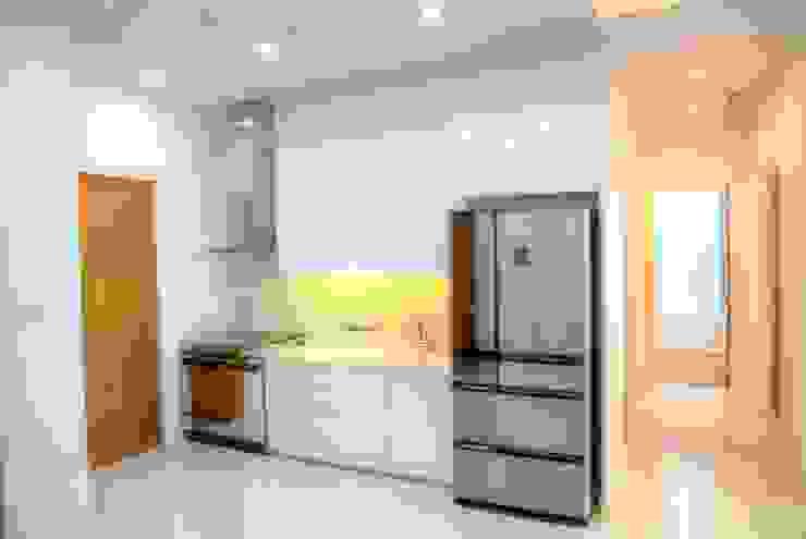 Apartment Belleza Versailes, Permata Hijau Jakarta:modern  oleh ARYAdesain, Modern