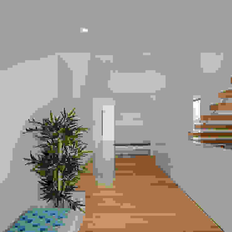 Couloir, entrée, escaliers minimalistes par HUGO MONTE | ARQUITECTO Minimaliste Bois Effet bois