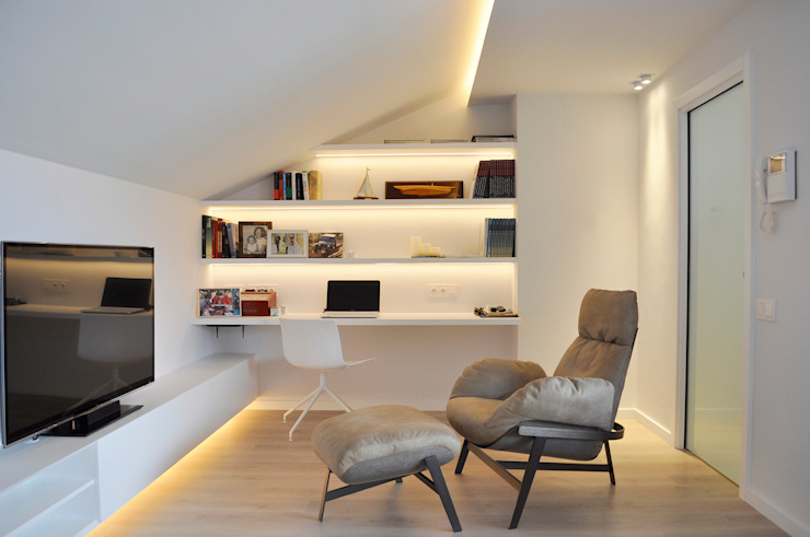 Working place with a lounge space Rardo - Architects Moderne Arbeitszimmer