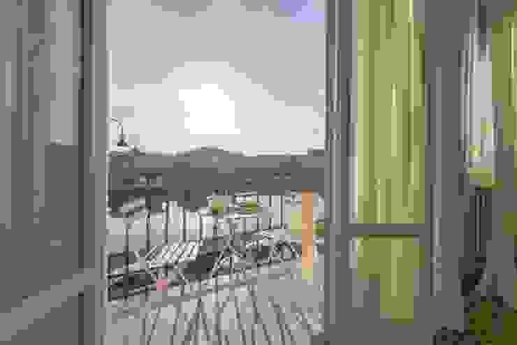 Anna Leone Architetto Home Stager Balcones y terrazas de estilo minimalista